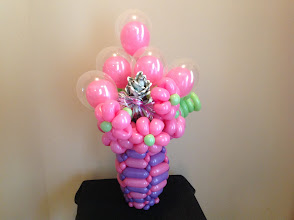 Photo: small double bubbles, ballowers, and money rose in a balloon woven vase