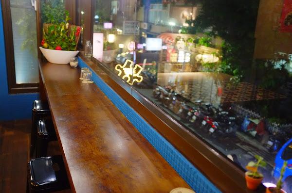 藏身在二樓的個性咖啡廳 Dine in cafe
