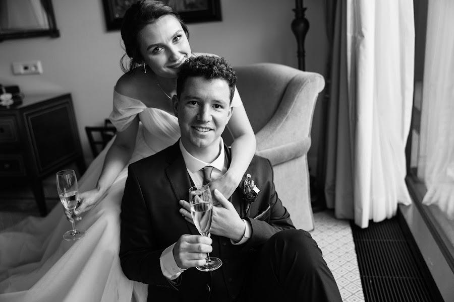 Павел астахов с женой фото промо-модели для
