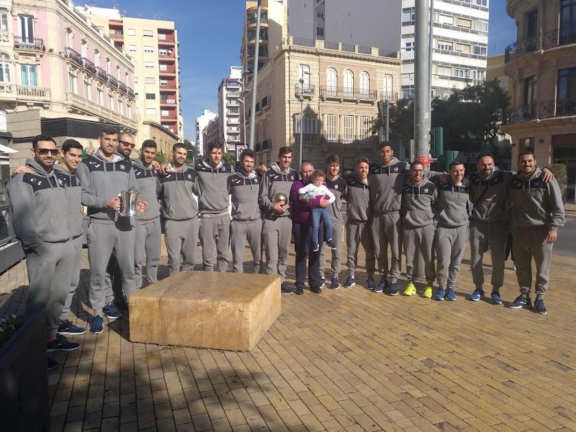 El campeón Unicaja pasea la Copa en Almería