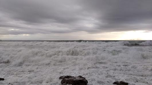 Aviso amarillo: viento y olas de hasta tres metros este martes en Almería