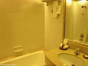 Photo: #015-Mandalay, le Mandalay Hill Resort. La chambre.