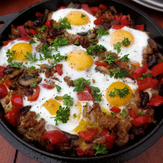 (Paleo) Sausage-Pepper Skillet With Nest Fresh Eggs + Giveaway!