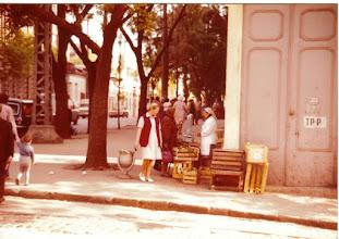 Photo: kauppaa käytiin myös kadunkulmissa