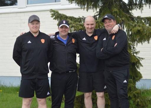 FC Jazzin huoltoryhmä jatkaa entisessä koostumuksessaan ja odottaa tulevaa kautta innolla. Kesäisessä kuvassa: VIlle, Bondi, Juhani ja Kartsa.