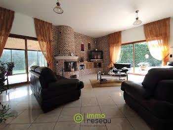 Maison 11 pièces 800 m2