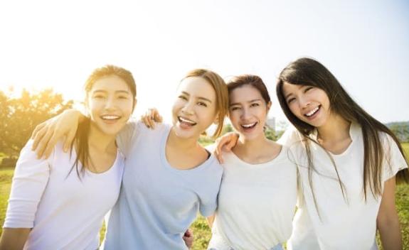 Các bạn cần dành thời gian để gặp gỡ bạn bè và đăng ảnh vui vẻ trên mạng xã hội