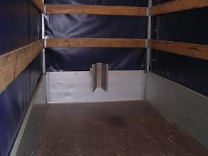 Photo: Der V-Halter Bordwand kann natürlich auch dann genutzt werden, wenn der Anhänger mit Plane ausgestattet ist. Weitere Infos unter www.motomove.de.