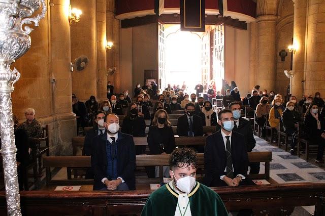 El alcalde encabezó la representación institucional en la solemne eucaristía.