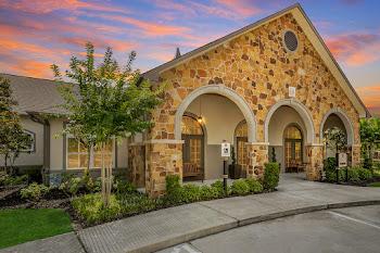 Go to Landmark Grand Champion Apartments website