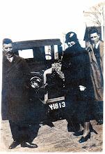 Photo: 1930 Johanna Willemsen- de Grauw met echtgenoot en zoon Cor Willemsen (senior en junior) bij Chevrolet