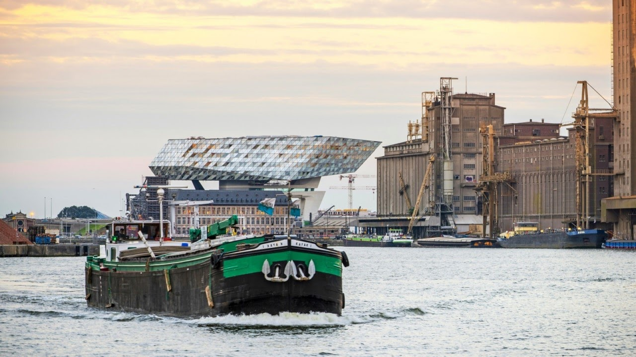 Port House, o velho e o novo em forma de navio