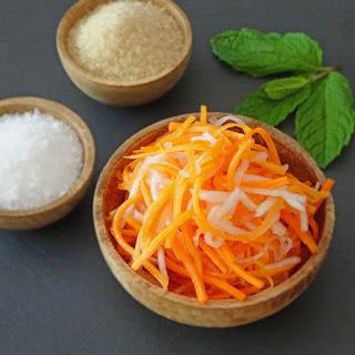 Vietnamese Pickled Carrots and Daikon – Do Chua.