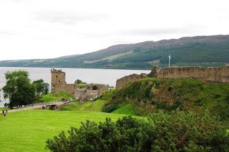 Photo: Loch Ness -järvi ja Urquhart-linna