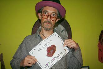 Photo: July García Olivares, artista hacktivista desde La Mancha hacia el mundo mundial, nos muestra su apoyo a VidasContadas. Esto es un no parar. Eskerrikasko denori / Gracias a Todxs /Thanks to everyone / Gràcies a tots / Grazas a todos