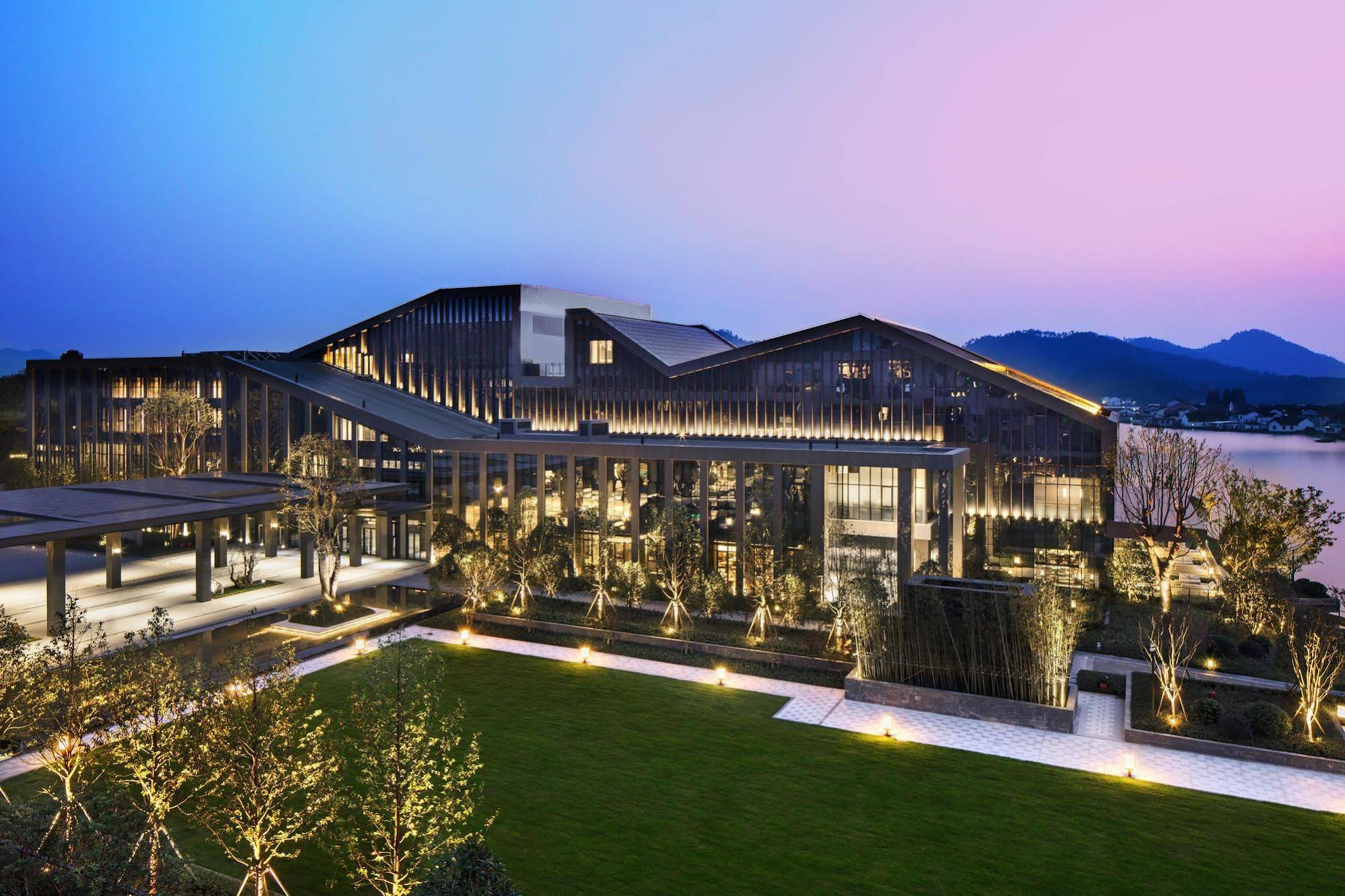 Hilton Ningbo Dongqian Lake Resort