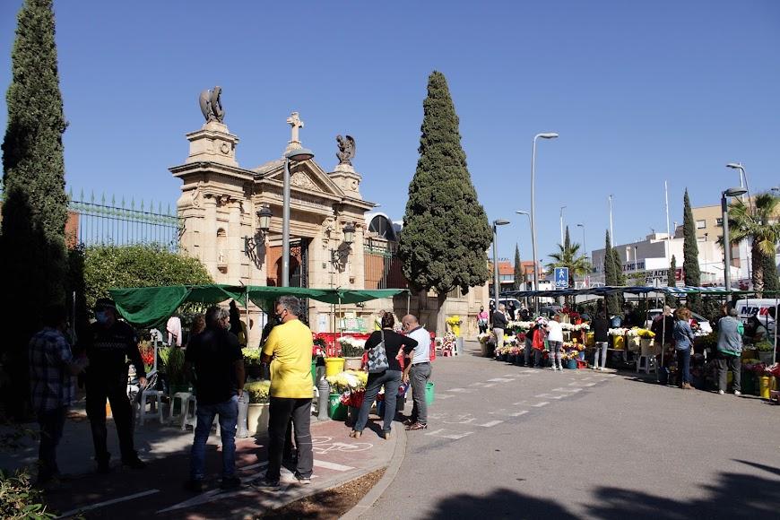 Día de Todos los Santos en el cementerio de San José, de la capital.