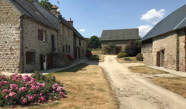 Corps de ferme avec dépendances et jardin Saint-Bômer-les-Forges