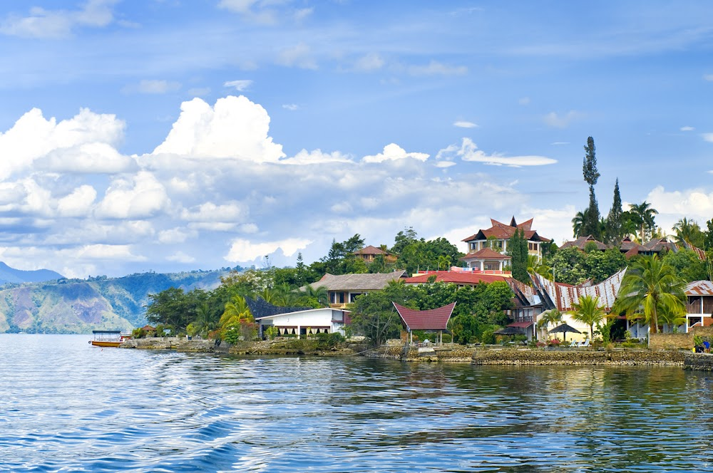 Best_Places_To_Visit_In_Indonesia_Lake_Toba