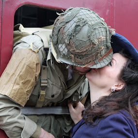 Last Embrace by Jon Sellers - People Couples