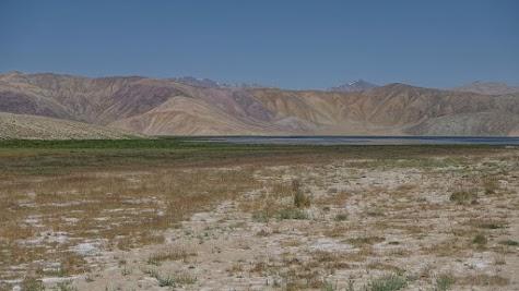 Die Berge rund um den Bulunkul-See sind besonders farbenfroh.