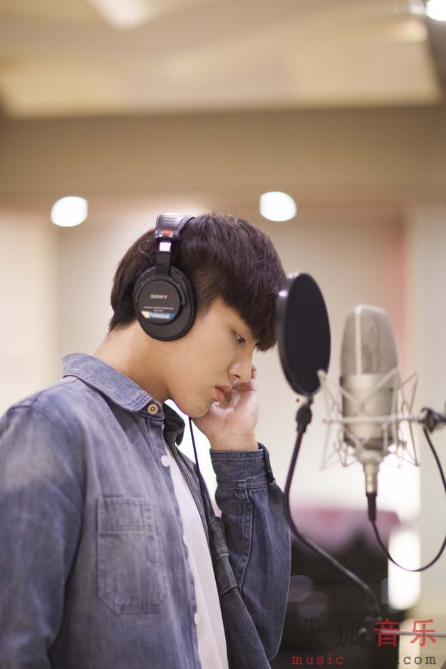Kris Wu Yifan in recording studio