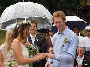 Photo: 'Můžete si vyměnit prsteny a dát si prní manželský polibek' ... 'Tak líbat nebo měnit?'