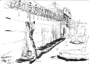 Photo: 塗牆(一)2011.05.31鋼筆 監獄的圍牆以前是不上漆的,但好幾年前某長官下令上漆後,每都得花大把的人力、時間和金錢在做塗牆這檔事…