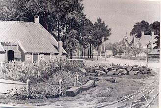 Photo: Dorpsplaat, links stelmaker Wilms (Kerkstraat)
