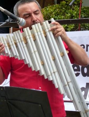Daniel Osorio mit Eigenbauflöte.
