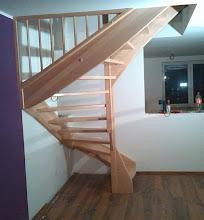Photo: Samonosné bukové schodiště, zábradlí kombinace dřevo nerez. Tvar schodiště U