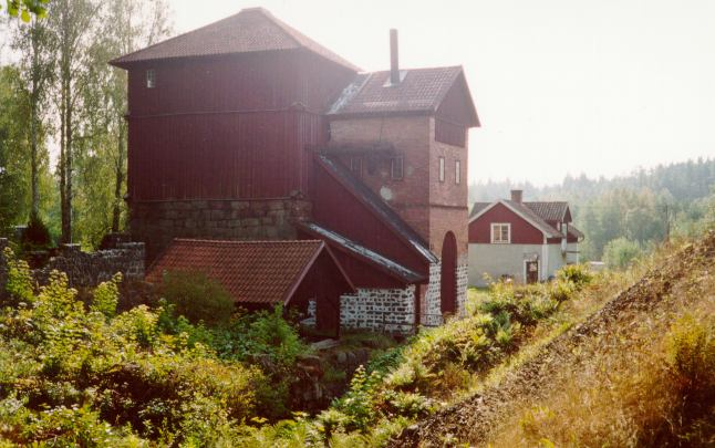 Photo: Igelbäcken. This iron works had a 600 mm railway down to the harbour at Vättern. Nearby it, in the woods, we found some 891 mm gauge trucks which were used on the railway used by the sawmill. This was sort of a new discovery.