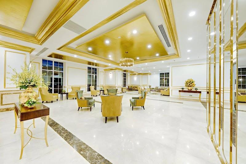 phòng Tổng Thống với các tiện nghi và thiết bị cao cấp với nội thất dát vàng.