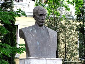 Photo: Bustul lui Teodor Murasanu - (2011.05.09)