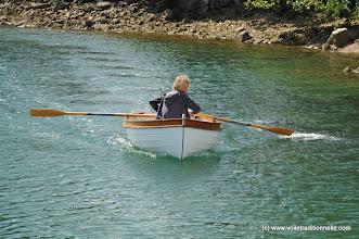 Photo: Le lendemain à Sainte Marine, c'est bien fini et tout ensoleillé, un brin d'aviron sur Momo pour se dégourdir.