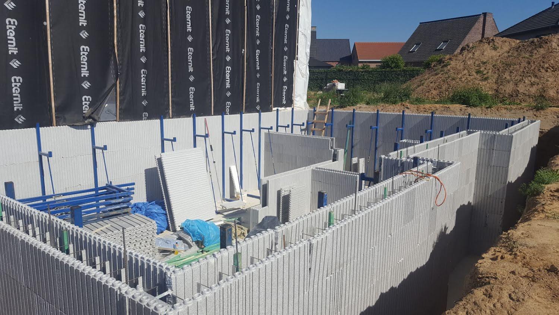 Woning opbouwen met isolatieblokken