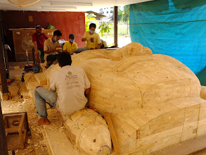Photo: Artisan students making a Bayan face for the airport