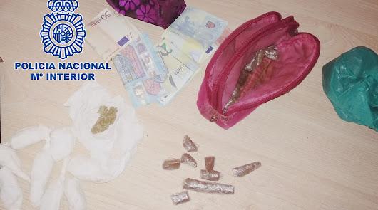 Pillada 'in fraganti' pasando droga en una terraza de El Ejido