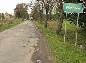 Photo: W Słupie odbijamy ku Winnicy, by przyjrzeć się ruinom założonej w XIII w. (obecne budynki z przełomu XVI / XVII w.)  grangii cysterskiej.