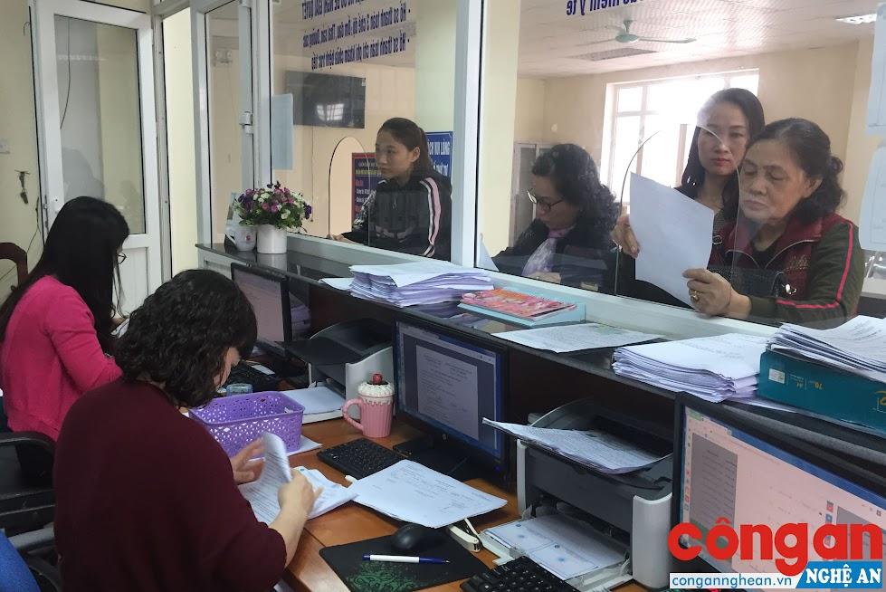 BHXH TP Vinh luôn tạo điều kiện hết sức để người dân tham gia BHXH được nhanh chóng, thuận lợi nhất