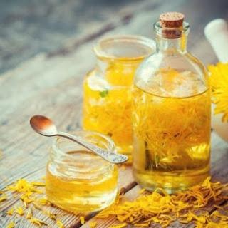 Honey, Apple Cider Vinegar & Dandelion Skin Tonic.