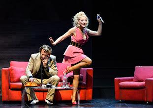 Photo: Wien/ Kammerspiele: AUFSTIEG UND FALL VON LITTLE VOICE von Jim Cartwright. Inszenierung Folke Braband. Premiere 7.5.2015. Michael VonAu, Sona MacDonald. Copyright: Barbara Zeininger