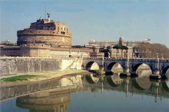 Photo: #002-Le Castel Sant'Angelo et le Tibre.