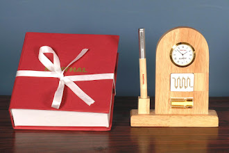 Photo: WOODEN  PENSTAND WITH WATCH - 1