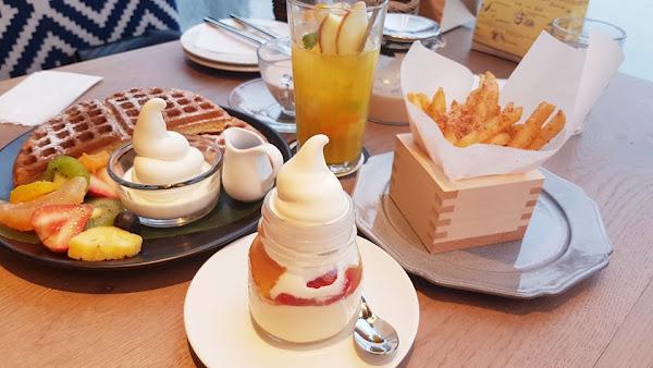 高雄甜點 茶屋WIREDCHAYA~夢幻日系甜點x蔦屋書店免費看,在茶屋吃甜點看新書~