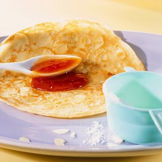 Mandel-Pfannkuchen mit Hagebuttenmark