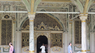 Photo: Topkapi Palace. It started raining. There were a million tourists. Few pictures were taken.