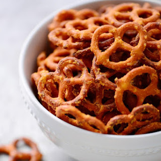 Mac n Cheese Pretzels