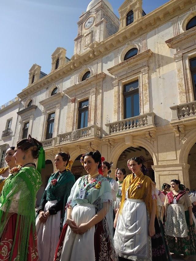Las candidatas, a su llegada a la Plaza Vieja.