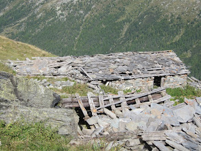 Photo: ... and ruined stone huts ...